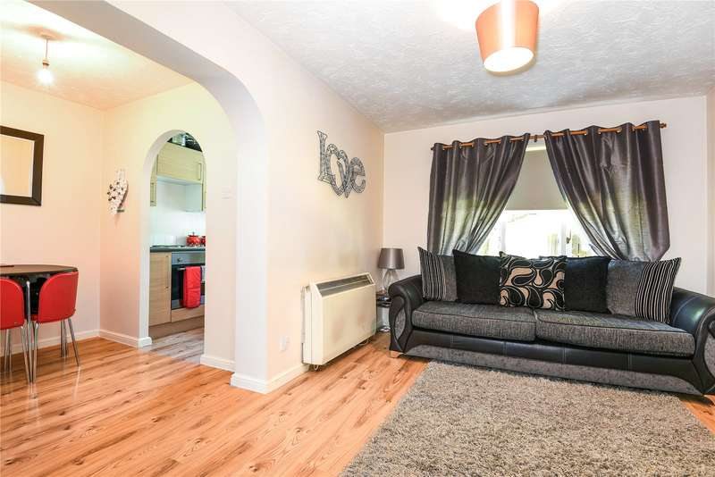 2 Bedrooms Apartment Flat for sale in Vine Tree Court, St Peters Close, Rickmansworth, Hertfordshire, WD3