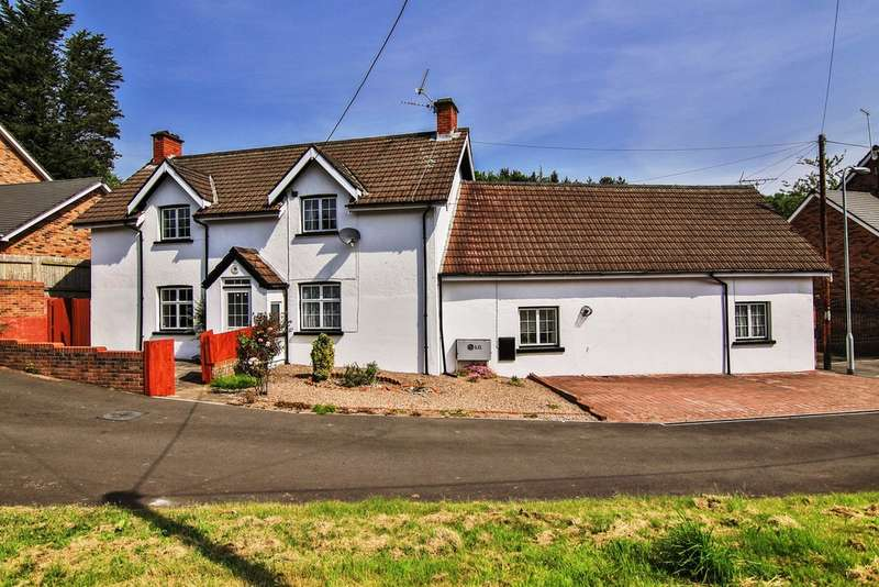 6 Bedrooms Detached House for sale in Blacksmiths Way, Coedkernew, Newport