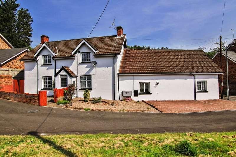 6 Bedrooms Detached House for sale in Blacksmiths Way, Coedkernew, Newport