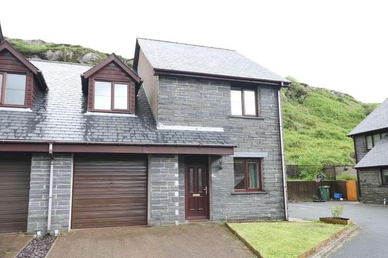 3 Bedrooms Semi Detached House for sale in Manod Road, Blaenau Ffestiniog, Gwynedd, LL41