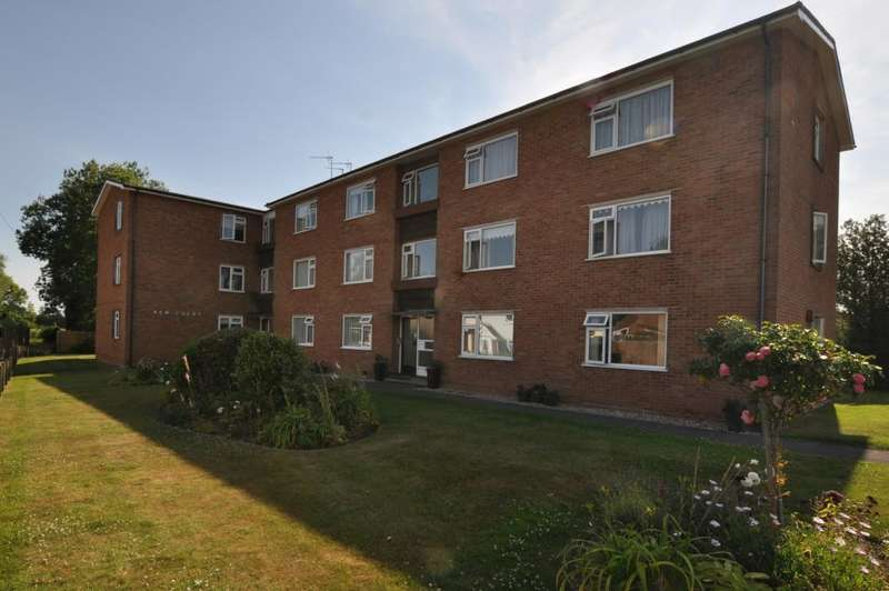 2 Bedrooms Apartment Flat for sale in New Court, Stides Lane, Ringwood, BH24 1EE