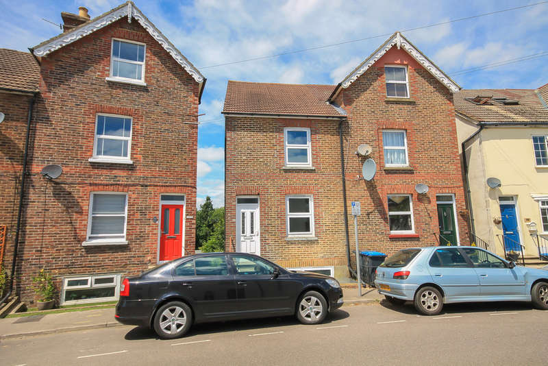 4 Bedrooms Semi Detached House for sale in Queens Road, East Grinstead