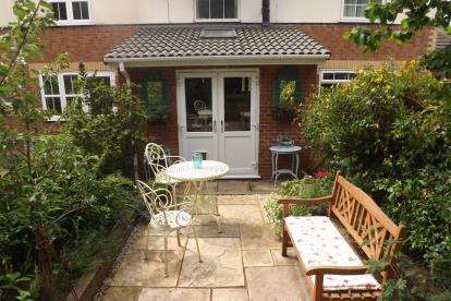 2 Bedrooms Terraced House for sale in Richardson Close, Elworth, Sandbach, Cheshire
