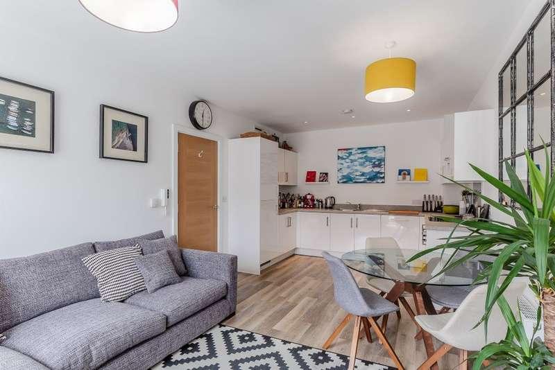2 Bedrooms Flat for sale in Putney Plaza, Putney, London, SW15 2DP