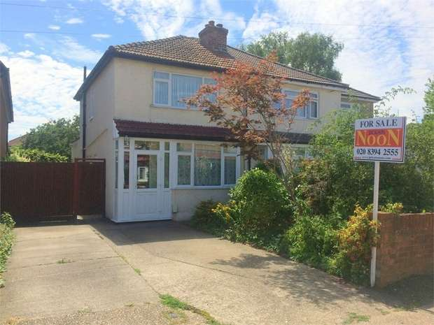 2 Bedrooms Semi Detached House for sale in Worthfield Close, West Ewell