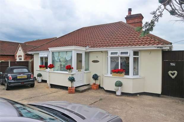 2 Bedrooms Detached Bungalow for sale in Beccles Road, Carlton Colville, Lowestoft, Suffolk