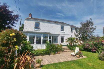 4 Bedrooms Detached House for sale in Redruth, Cornwall, Uk