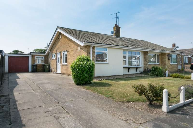 3 Bedrooms Semi Detached Bungalow for sale in Crosstead, Great Yarmouth