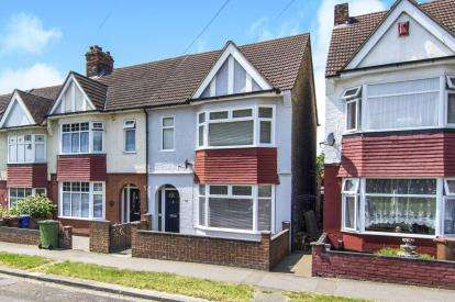 3 Bedrooms End Of Terrace House for sale in Grays, Essex, .