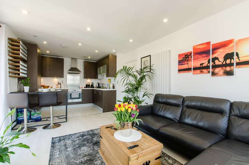 2 Bedrooms Flat for sale in Christian Street, Aldgate, E1