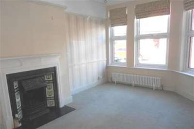 2 Bedrooms Terraced House for rent in South Road, West Kirby