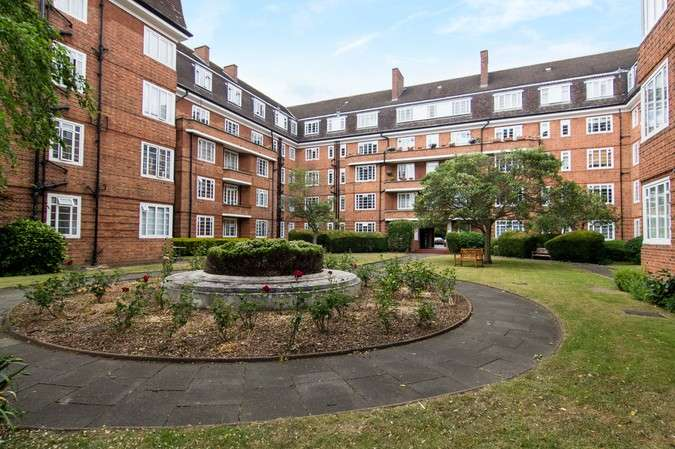 1 Bedroom Flat for sale in Watchfield Court, Sutton Court Road, Chiswick