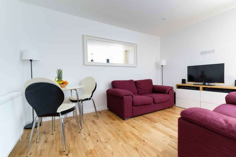 2 Bedrooms Flat for sale in Watson Crescent Lane, Edinburgh, EH11 1FB