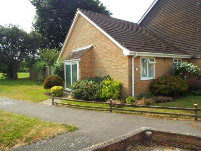 2 Bedrooms Bungalow for sale in Hill Head, Hampshire