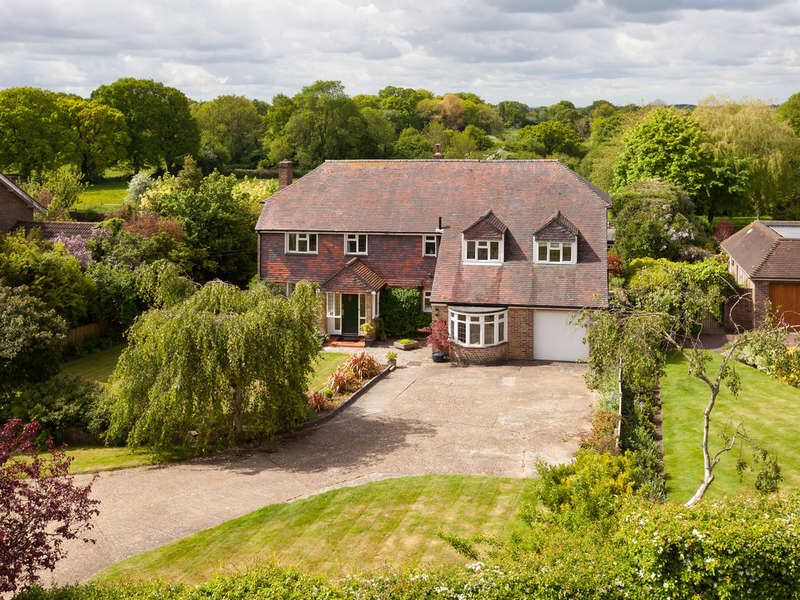 5 Bedrooms Detached House for sale in Denmead, Hampshire