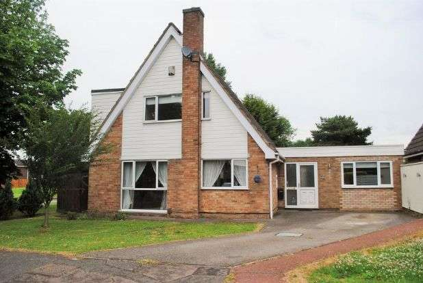 4 Bedrooms Detached House for sale in Sutton Close, Kingsthorpe, Northampton NN2 8PJ