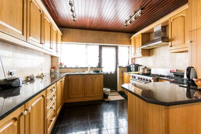 4 Bedrooms Semi Detached House for sale in Brookdale, Arnos Grove, N11