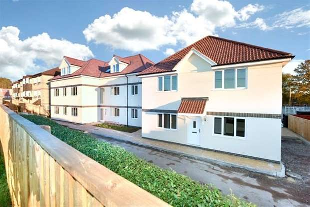 2 Bedrooms Flat for sale in Flat 9, Knights Court, Imber Road