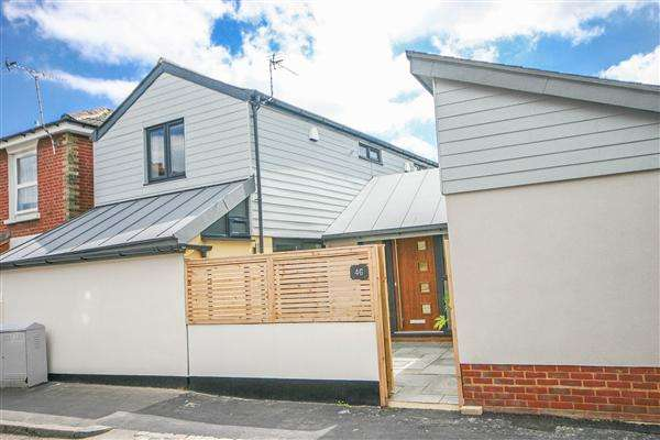 2 Bedrooms Semi Detached House for sale in Sir Georges Road, Southampton