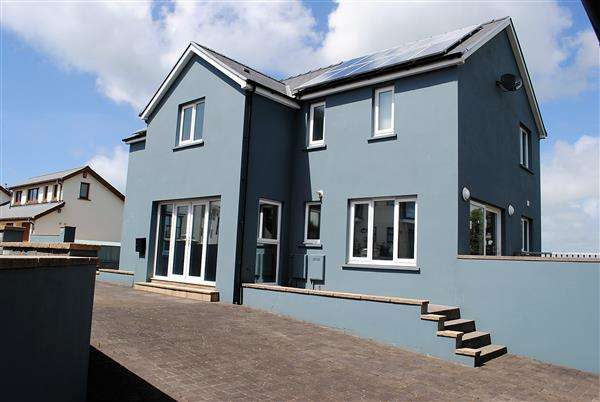 5 Bedrooms Detached House for sale in Ocean Way, Pennar Point, Pembroke Dock