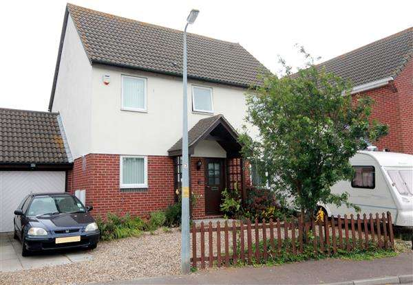 4 Bedrooms House for sale in Portsmouth Road, Martello Bay, Clacton on Sea