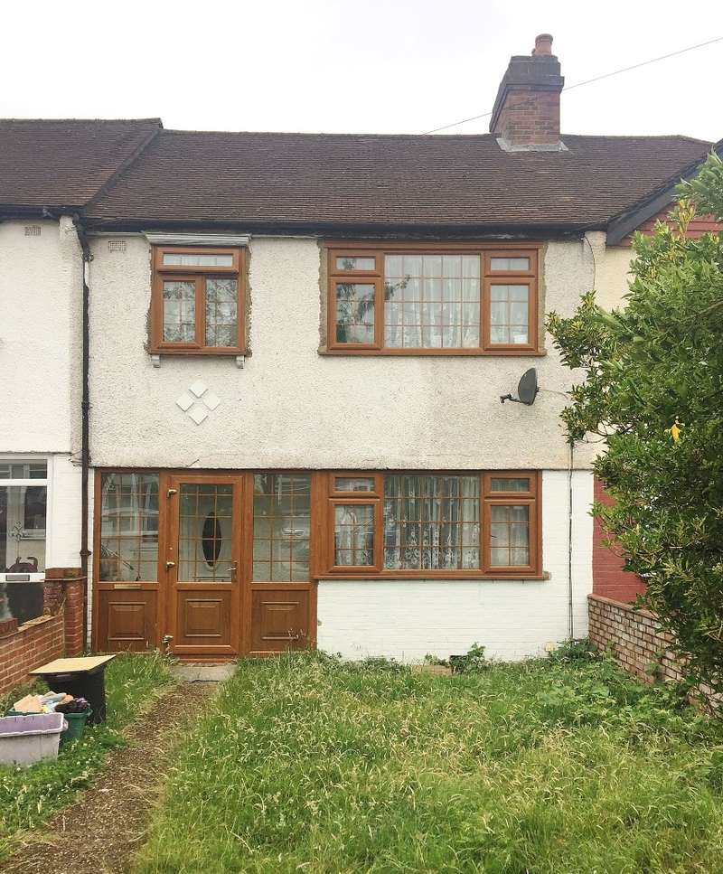 3 Bedrooms Terraced House for sale in Lyndhurst Avenue, Norbury, London, SW16 4UF