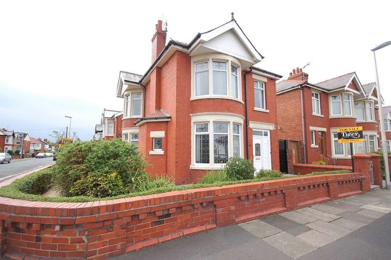 3 Bedrooms Detached House for sale in Aylesbury Avenue, Blackpool