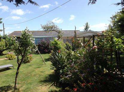 2 Bedrooms Bungalow for sale in Bembridge, Isle Of Wight