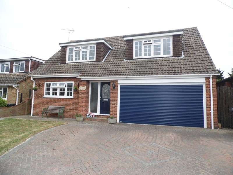 4 Bedrooms Detached House for sale in Malyons Lane, Hullbridge