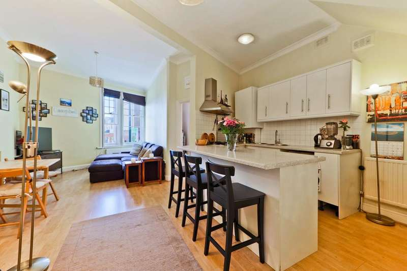 2 Bedrooms Flat for sale in Balham High Road, London SW12