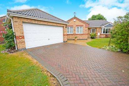 4 Bedrooms Bungalow for sale in Lady Meers Road, Cherry Willingham, Lincoln
