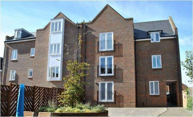 2 Bedrooms Apartment Flat for sale in Sillence Court, Royston