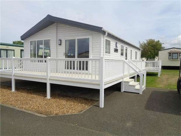 Park Home Mobile Home for sale in Willerby Clearwater, Manor Park, Hunstanton