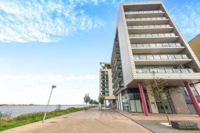 2 Bedrooms Flat for sale in Eddystone House, Prospect Place, Cardiff Bay, Cardiff