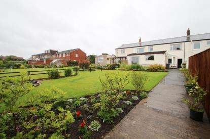 4 Bedrooms Terraced House for sale in Bank Hey Lane South, Sunnybower, Blackburn, Lancashire, BB1