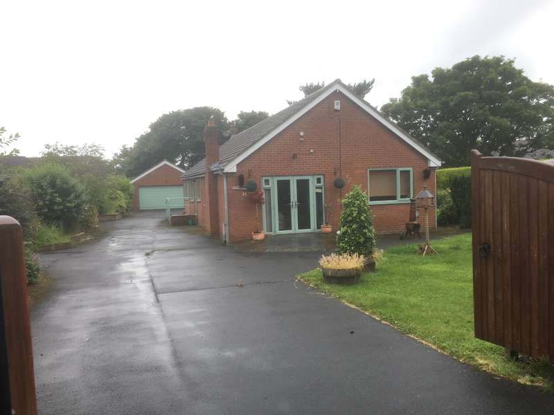 4 Bedrooms Detached Bungalow for sale in Church Lane, Cayton, YO11 3SA
