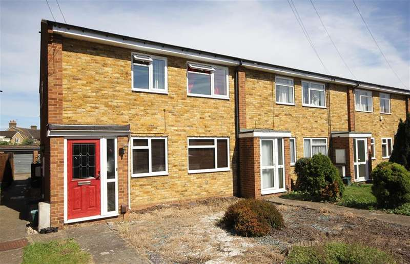 2 Bedrooms Maisonette Flat for sale in Christopher Court, Stanwell Road, Ashford, TW15 3QF