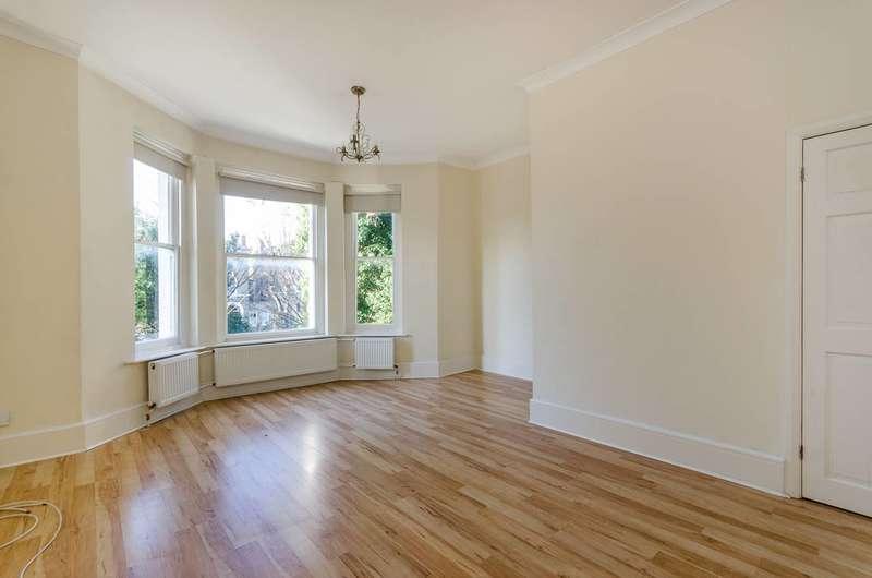 2 Bedrooms Flat for sale in Kidbrooke Park Road, Blackheath, SE3