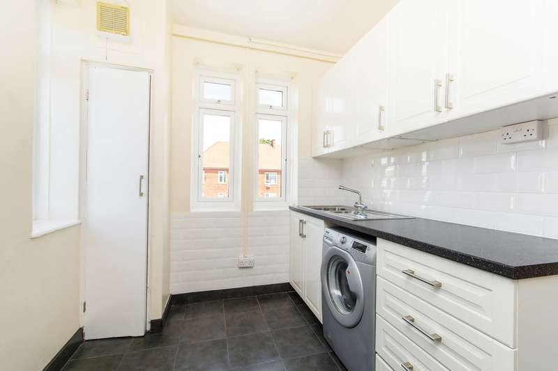 3 Bedrooms Flat for sale in Albert Carr Gardens, Streatham Common, SW16