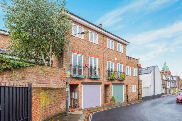 3 Bedrooms Terraced House for sale in Richmond, Surrey, .