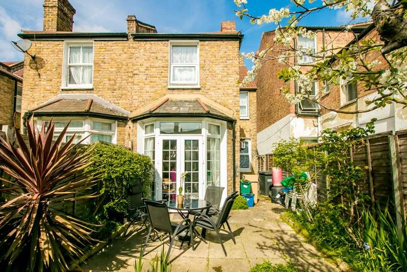 3 Bedrooms End Of Terrace House for sale in Huntly Road, London, London, SE25