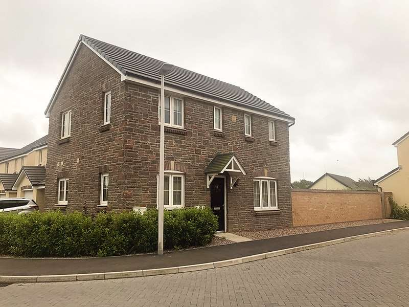 3 Bedrooms Detached House for sale in Castleton Grove, Haverfordwest, Pembrokeshire, SA62