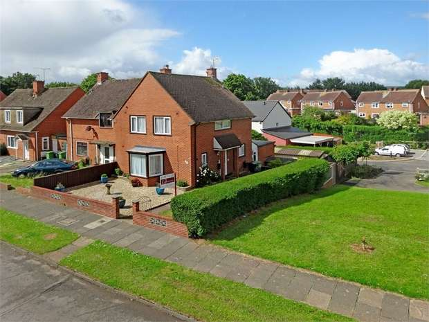 3 Bedrooms Semi Detached House for sale in Newport Road, Countess Wear, EXETER, Devon