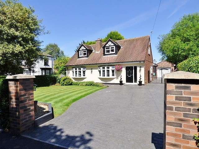 3 Bedrooms Detached Bungalow for sale in Station Road, Penketh, Warrington