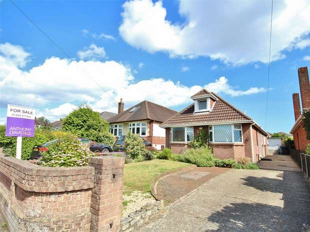 3 Bedrooms Detached Bungalow for sale in Pound Lane, Oakdale, POOLE, Dorset