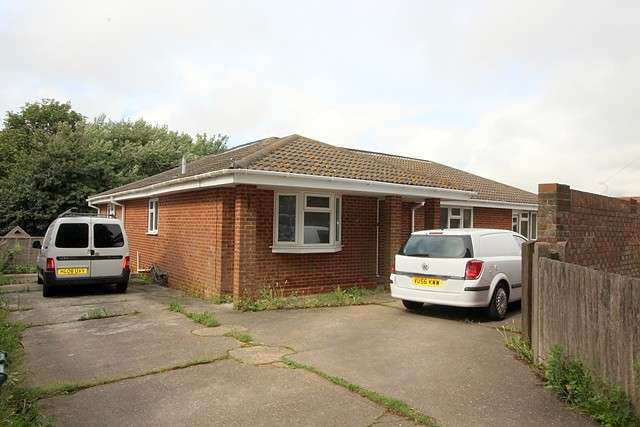 4 Bedrooms House for sale in Johns Close, BN10