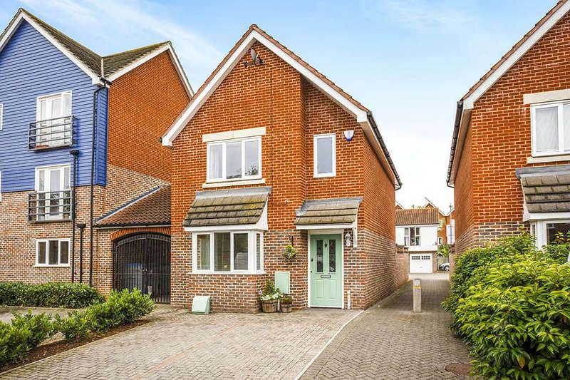 3 Bedrooms Detached House for sale in Edward Vinson Drive, Faversham, ME13