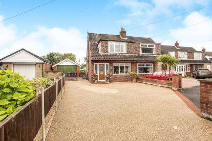 2 Bedrooms Semi Detached House for sale in Leyland Lane, Leyland