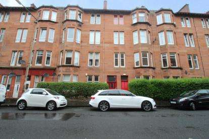 2 Bedrooms Flat for sale in Dundrennan Road, Langside