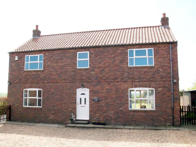 5 Bedrooms Detached House for sale in Main street, Speeton, North Yorkshire, YO14